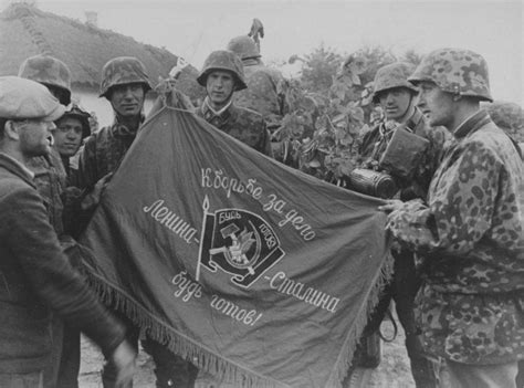 Soldiers of elite SS Panzer Division Das Reich with