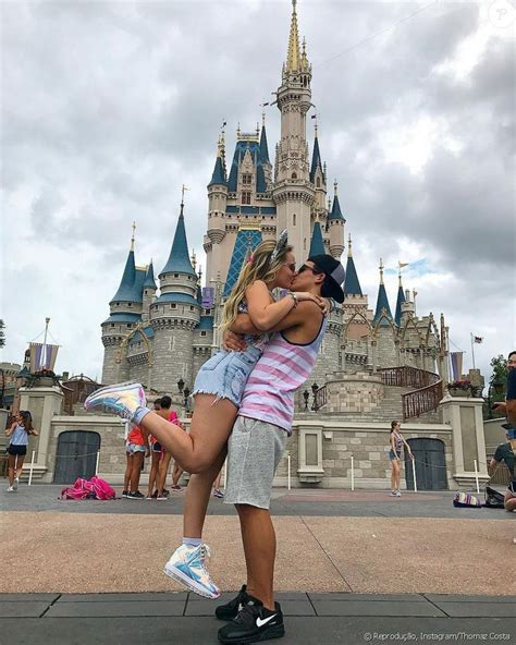 """40+ Romantic Photography """"Disneyland Couples"""" Awesome"""