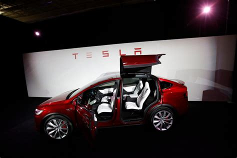 Tesla Delivers Model X, Its First Sport Utility Vehicle